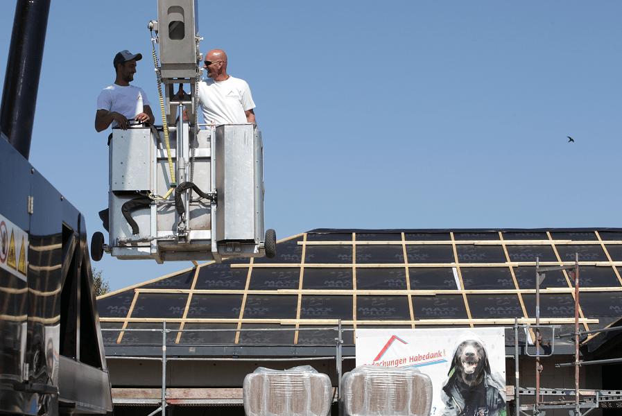 Jungs auf dem Dach
